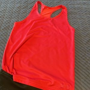 ✨ 5 for $25 ✨ Under Armour work out tank